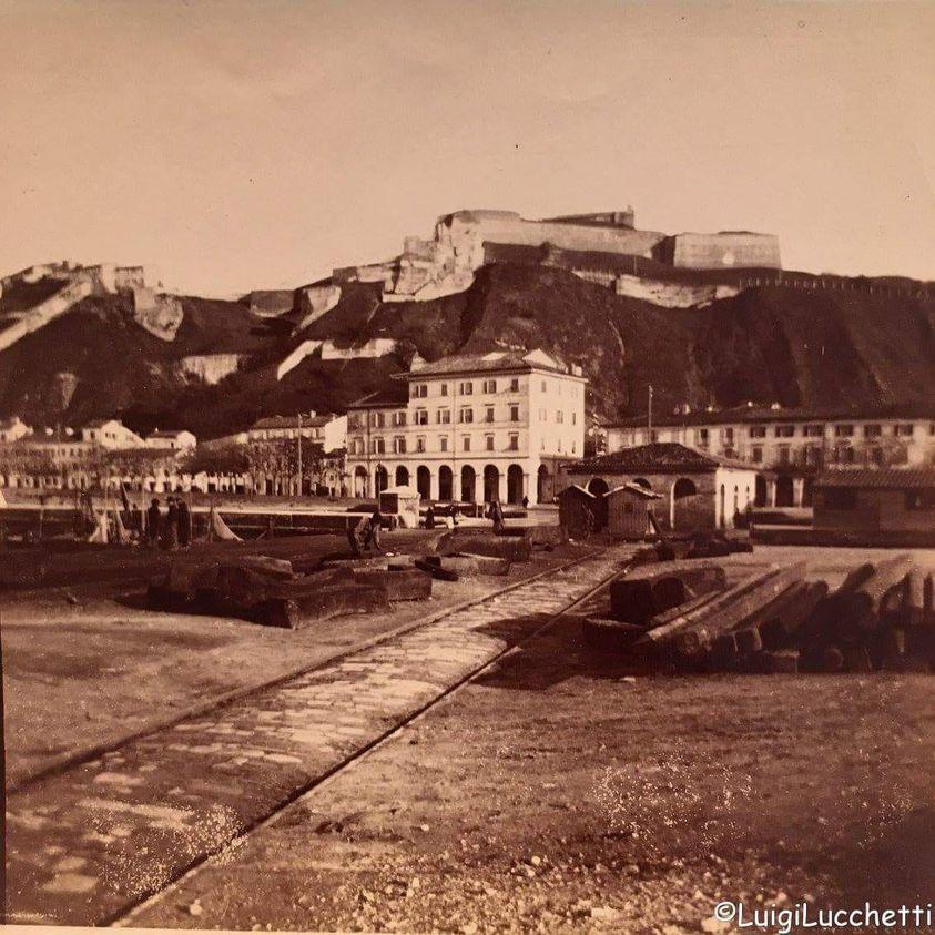 la Cittadella priva di vegetazione a cavallo tra Otto e Novecento