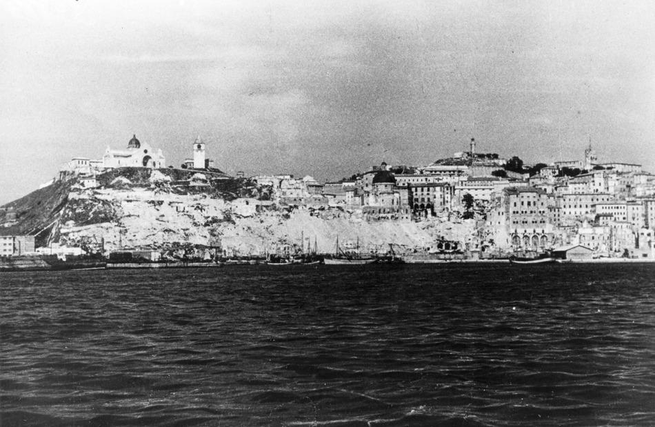 dopoguerra-il-colle-guasco-dal-mare-02